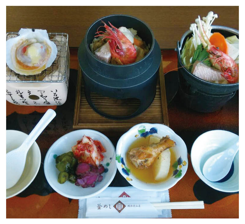 Three color kama-meshi and Seafood nabe set meal