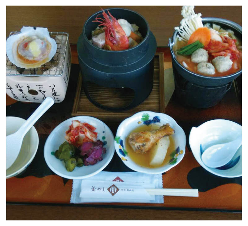 Three color Kama-meshi and Funka-nabe set meal